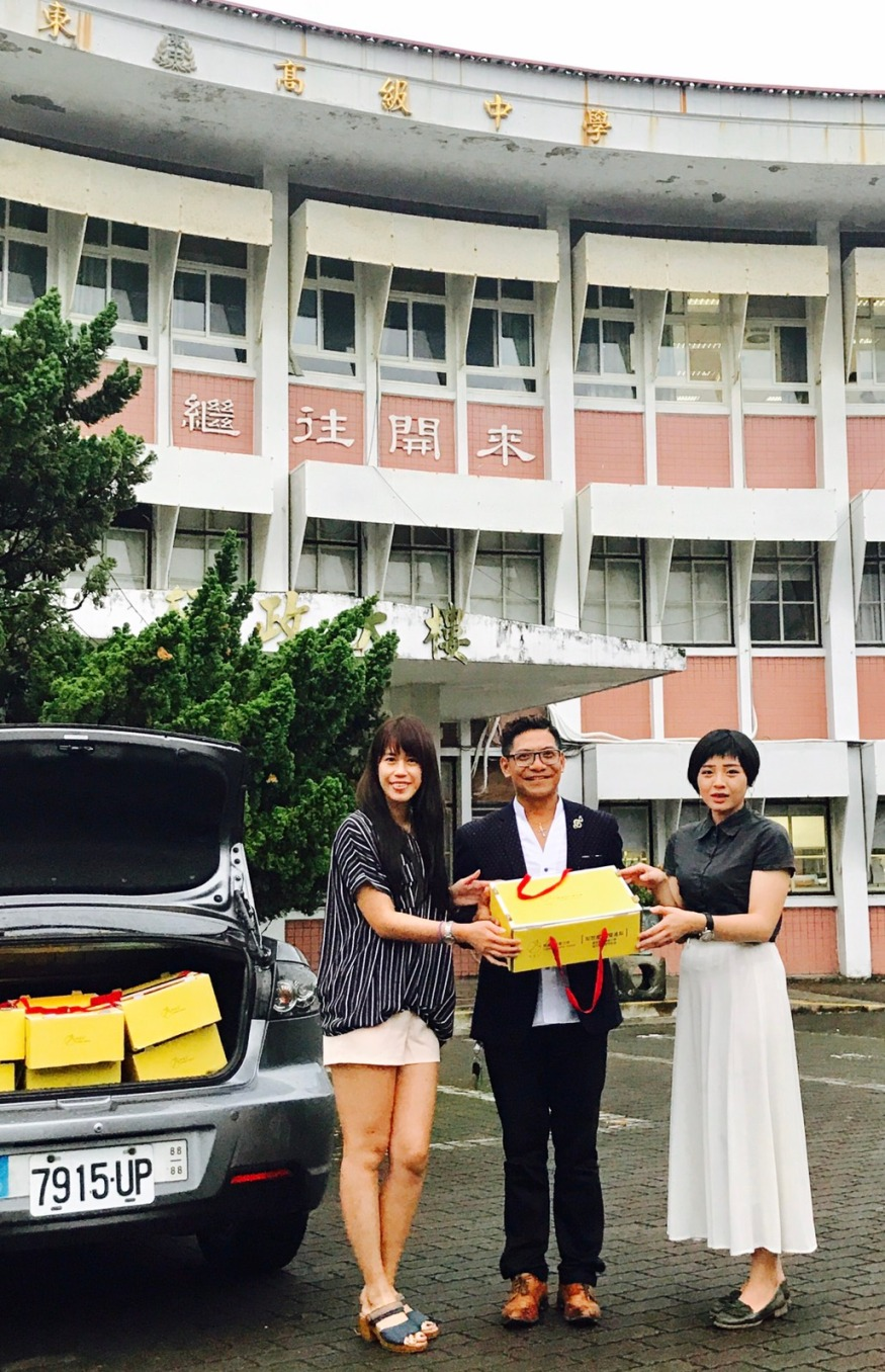 臺東名演唱家胡待明先生善心認購雙連梨