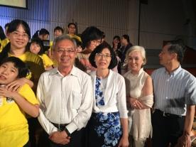 荒漠感恩公益信託社會福利基金 監察人 劉金枝女士(中)、監察人先生 陳炫彬先生(左)