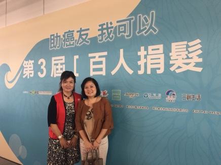 台東北源社區公益夥伴 胡天香小姐(左)、再生緣生物科技股份有限公司 謝宜玲董事長(右) (感謝在生員提供照片)