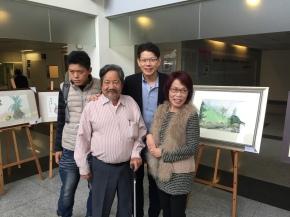 (左起)罕病病友 謝建鋒、沈政瑩老師、林明輝執行長、包美聖小姐合照