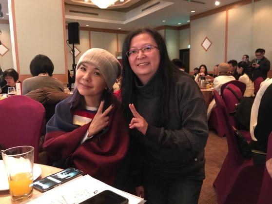 新全公益信託社會福利基金 天后級歌手張清芳小姐和公益夥伴合影